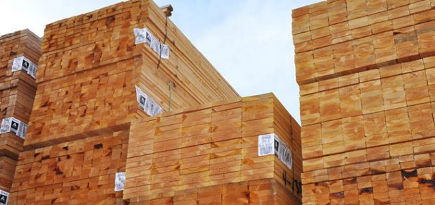 U.S. softwood lumber production on the rise; Canadian output drops