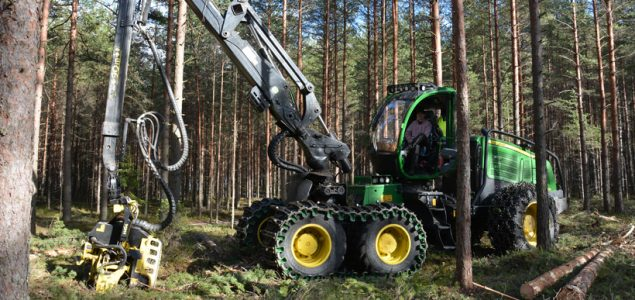 John Deere reports higher worldwide sales of forestry and construction equipment