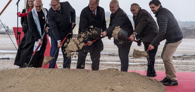 Egger starts construction of particleboard plant in Poland