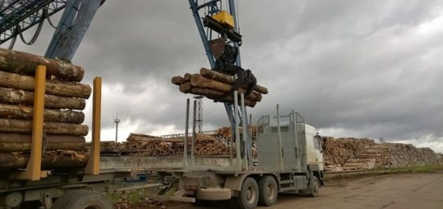Russia: Drop in softwood logs exports in China in 2017; hardwood deliveries up 23%