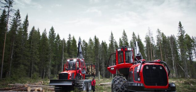 Japanese Komatsu plans to grow forestry machine sales in North America and ASEAN