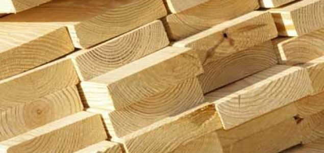 North American lumber production on a downward trend; Canadian output drops by 10%